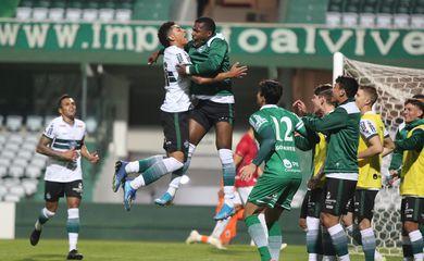 Coritiba elimina Paraná no retorno do campeonato paranaense