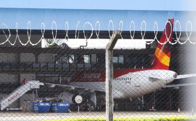 A Agência Nacional de Aviação Civil (Anac) suspendeu cautelarmente todas as operações da Avianca Brasil. Com a medida, estão suspensos todos os voos até que a empresa comprove capacidade operacional para manter as operações com segurança.