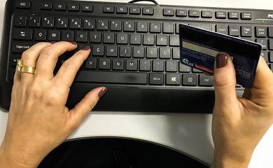 Comércio eletrônico,Cartão de Crédito