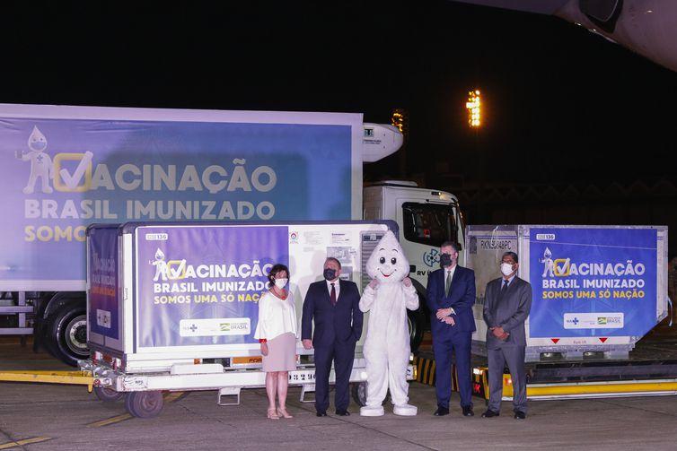 Os ministros da Saúde, Eduardo Pazuello, das Relações Exteriores, Ernesto Araujo, o embaixador da Índia no Brasil, Suresh Reddy, e a presidente da Fiocruz, Nísia Trindade