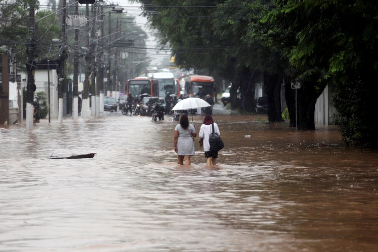 Chuvas deixam mais de 500 desalojados e 142 desabrigados em São Paulo, rtvcjs