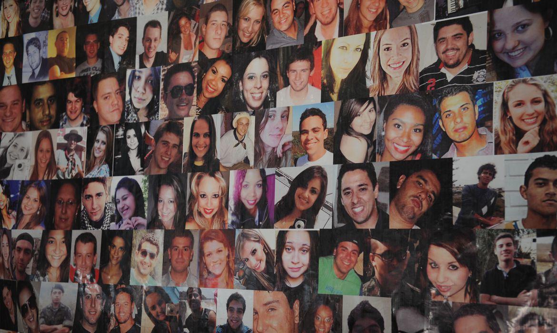 Santa Maria (RS) - Familiares e amigos das vítimas do incêndio da Boate Kiss fazem vigília em barraca na Praça Saldanha Marinho. A tragédia foi na madrugada do dia 27 de janeiro de 2013 (Fernando Frazão/Agência Brasil)