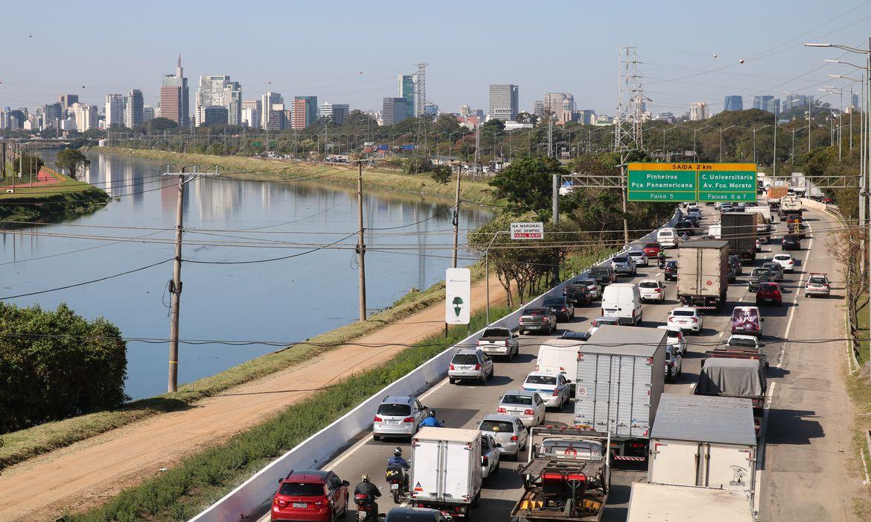 Ponte Jaguaré segue interditada após incêndio da última sexta (21), na marginal Pinheiros, zona oeste de São Paulo.