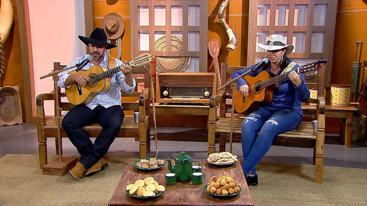 A dupla Vandy violeiro & Nara Regina canta uma boa moda de viola no Brasil Caipira