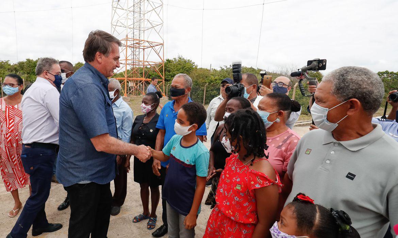 (Alcântara - MA, 11/02/2021) Presidente da República Jair Bolsonaro, posa para fotografia com famílias e lideranças de agrovilas locais.Foto: Alan Santos/PR