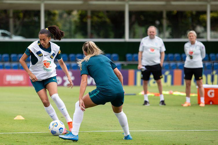 Andressa - treino - Granja Comary - seleção brasileira de futebol feminino