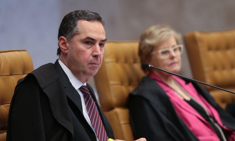Brasília - Ministros Roberto Barroso e Rosa Weber na sessão para definir a tese de repercussão geral nas ações que tratam da desaposentação  (José Cruz/Agência Brasil)
