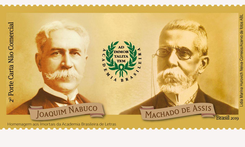 foto do selo lançado pelo Correios dos escritores Joaquim Nabuco e Machado de Assis