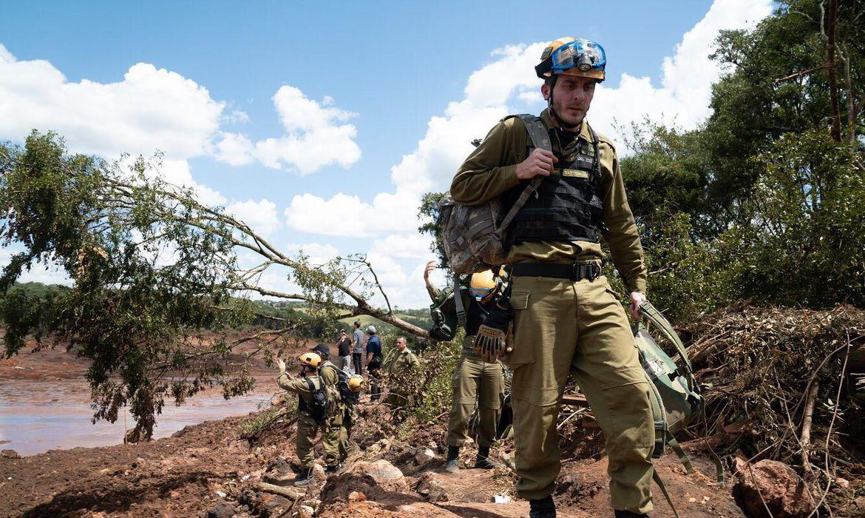 Militares israelenses chegaram à região para trabalhos de busca e salvamento de vítimas.
