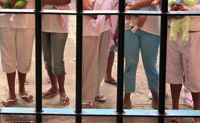 Presas com seus filhos na Penitenciária Feminina do Distrito Federal (Colmeia)