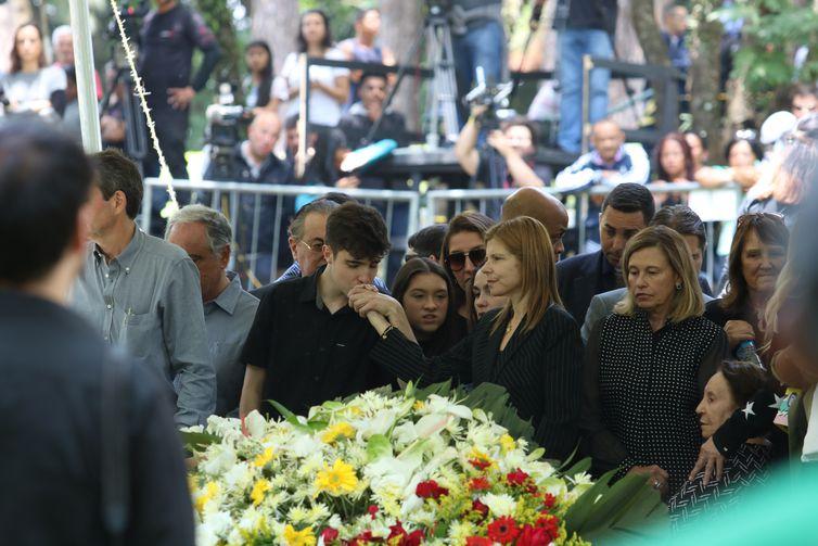 Sepultamento do apresentador de TV Gugu Liberato no Cemitério Gethsêmani.