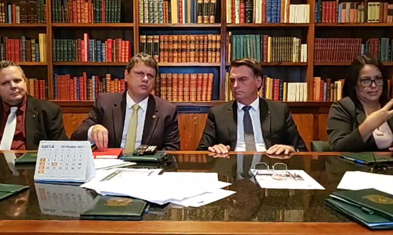 Presidente Jair Messias Bolsonaro em live semanal.