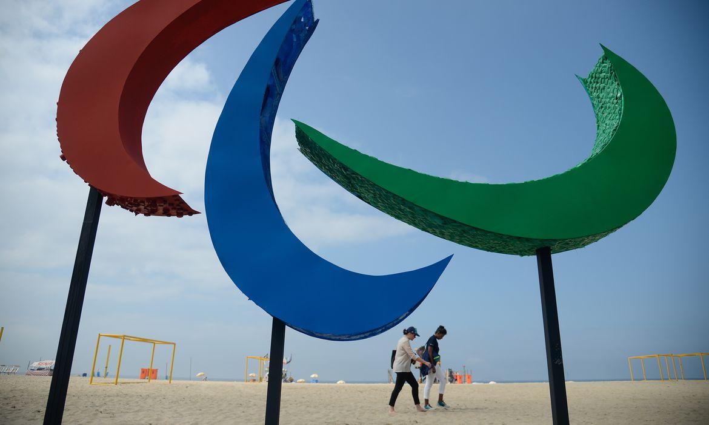 Rio de Janeiro -  Escultura dos Agitos, símbolo dos Jogos Paralímpicos, é inaugurada na Praia de Copacabana. Envolvendo um ponto central, os Agitos são um símbolo da integração dos atletas, vindos de todos os pontos do planeta (Tânia Rêgo