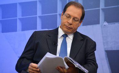 O ministro Luis Felipe Salomão, relator dos inquéritos da Lava-Jato no STJ, fala com a  imprensa, sobre o Seminário Internacional de Combate à Lavagem de dinheiro e ao Crime Organizado (Antônio Cruz/Agência Brasil)