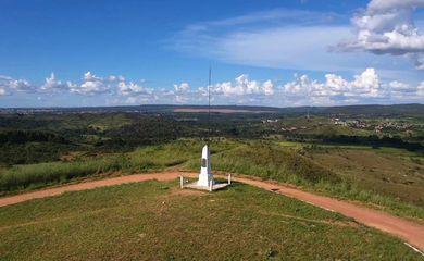 Obelisco que é a pedra fundamental de Brasília.