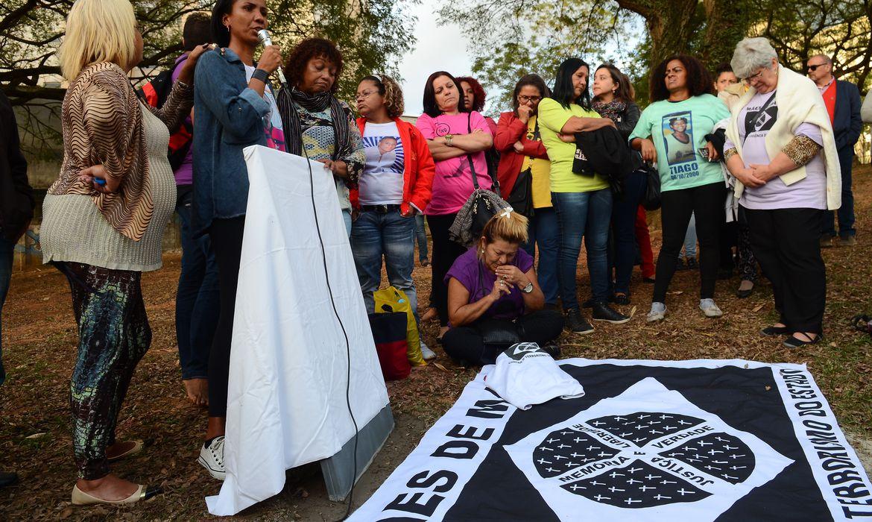 São Paulo - O movimento Mães de Maio inaugura memorial no Centro Cultural Jabaquara para lembrar o genocídio de quilombolas no local, em maio de 2006  (Rovena Rosa/Agência Brasil)