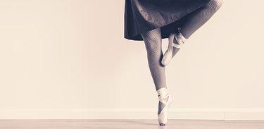 Dançarina de ballet na ponta do pé