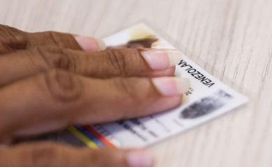 Refugiados venezuelanos são registrados na Polícia Federal de Boa Vista para emissão e regularização de documentos