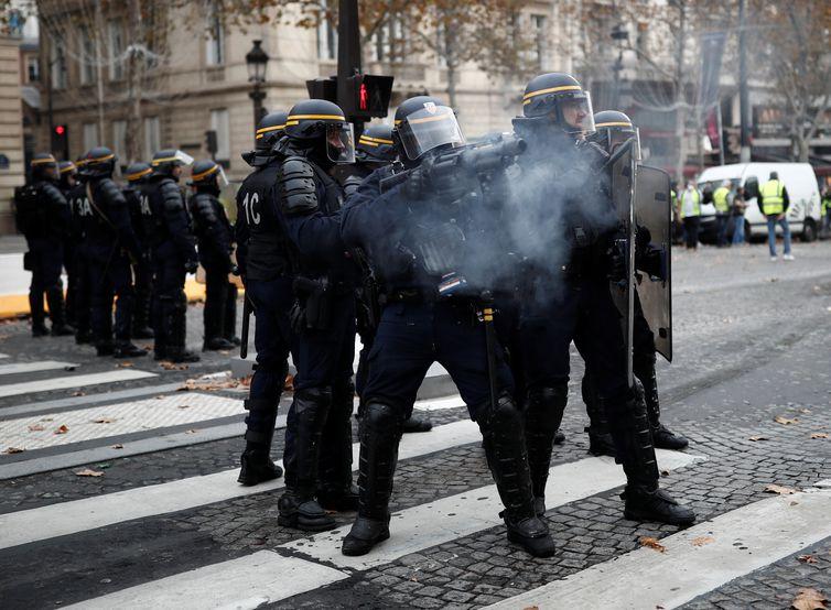 Protestos na França contra o aumento de combustíveis