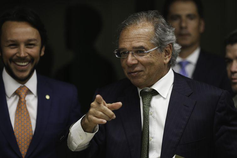O presidente da Comissão Mista de Orçamento, deputado Mario Negromonte Jr e o futuro ministro da Economia, Paulo Guedes, durante reunião na Câmara dos Deputados.