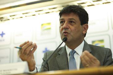 O ministro da Saúde, Luiz Henrique Mandetta, anuncia novo programa para ampliar o atendimento das Unidades Básicas de Saúde (UBS) no país.