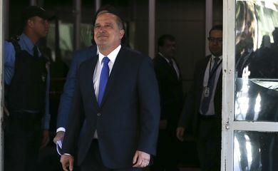 O ministro da Casa Civil, Onyx Lorenzoni, fala à imprensa sobre o saque do FGTS, após encontro com o ministro da Economia, Paulo Guedes.