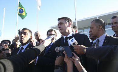 O Presidente da República, Jair Bolsonaro, participa da cerimônia de hasteamento da Bandeira Nacional, no Palácio do Planalto.