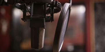 Luana Carvalho canta versões de MC Marcinho e Latino no Rádio Criolina