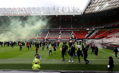 protesto, torcedores, manchester united, old tradfford