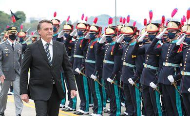 """Cerimônia de Entrega de Espadim aos Cadetes da Turma """"Centenário da Missão Militar Francesa no Brasil"""".  Foto: Marcos Corrêa/PR"""