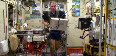 Diário de um Cosmonauta mostra rotina de exercícios durante missão espacial