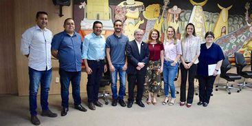 Representantes da FM Universitária do Piauí e representantes da EBC