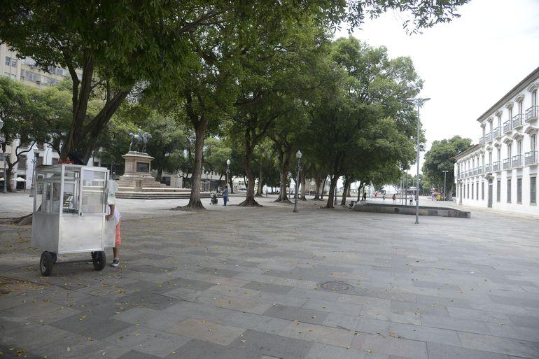 Ruas ficam vazias em horário de pico no centro do Rio e Janeiro