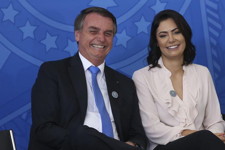 O presidente Jair Bolsonaro,e a primeira-dama, Michelle Bolsonaro, durante a cerimônia de comemoração ao Dia Nacional do Voluntariado.