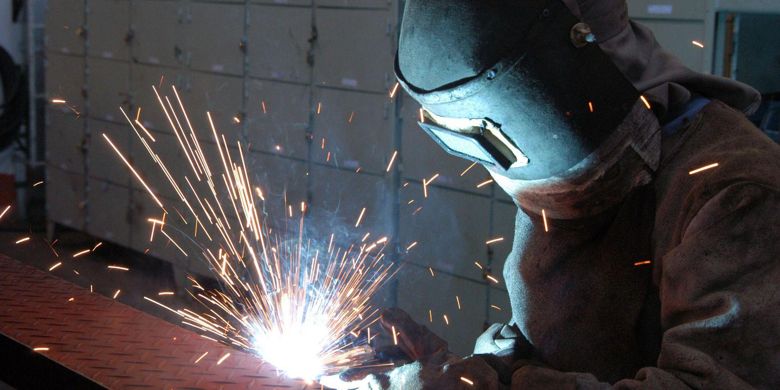 fotos de indústrias,Empresa RANDON. Fabricação de semi-reboque tanque de combustível. Caxias do Sul 24.04.2006 - Foto Miguel Angelo
