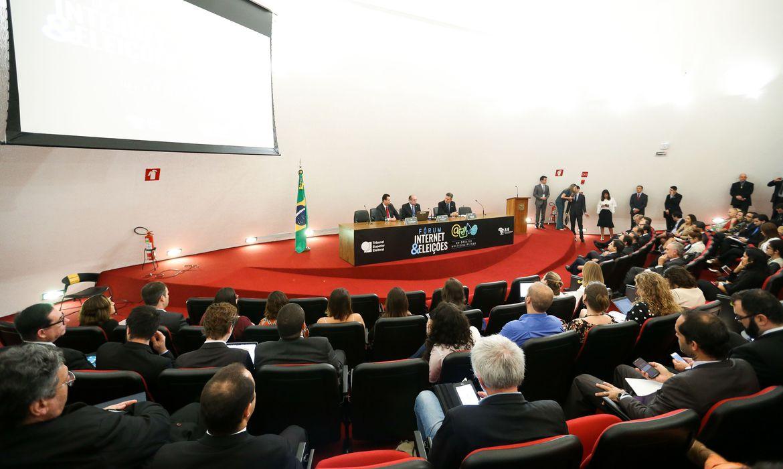 Brasília -  Abertura do 1º Seminário Internet e Eleições, organizado pelo Tribunal Superior Eleitoral (TSE) em parceria com o Ministério de Ciência e Tecnologia (Marcelo Camargo/Agência Brasil)