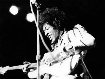 Jimi Hendrix em um solo de guitarra