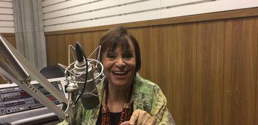 Mara Régia em estúdio da EBC