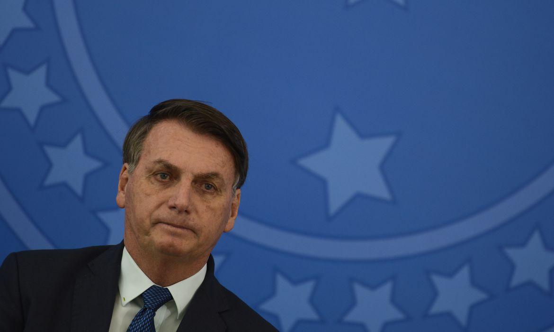 O presidente da República, Jair Bolsonaro, durante solenidade de posse do novo  ministro da Saúde, Nelson Teich, no Palácio do Planalto