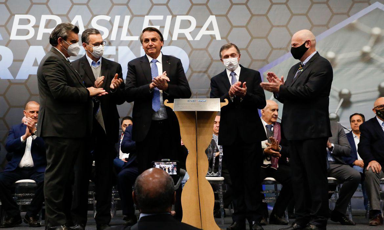 Presidente da República, Jair Bolsonaro descerra placa comemorativa aos 120 anos da Câmara de Indústria, Comércio e Serviços de Caxias do Sul.
