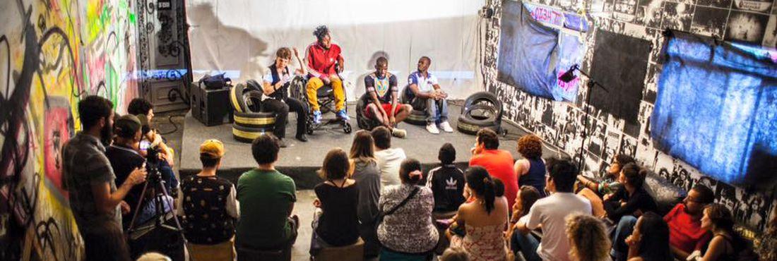 Encontro de refugiados na Casa Fora do Eixo em SP