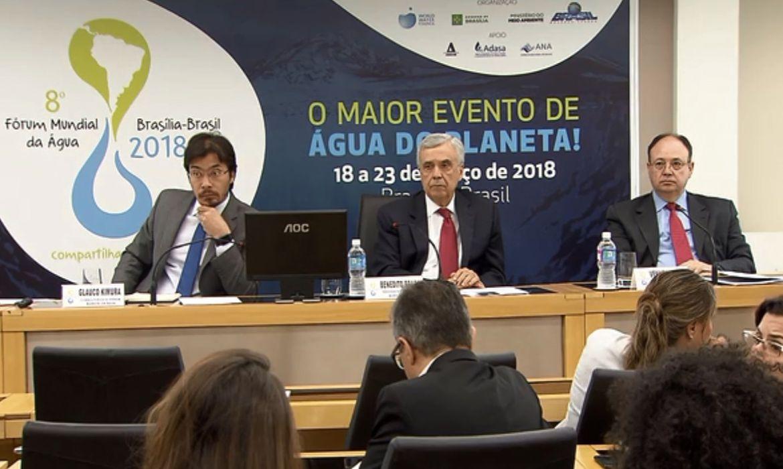 São Paulo - O consultor de conteúdo do 8º Fórum Mundial da Água, Glauco Kimura, o presidente do Conselho Mundial da Água, Benedito Braga, e o presidente da Abdib, Vanilton Tadini, durante coletiva (Divulgação/TV Brasil)