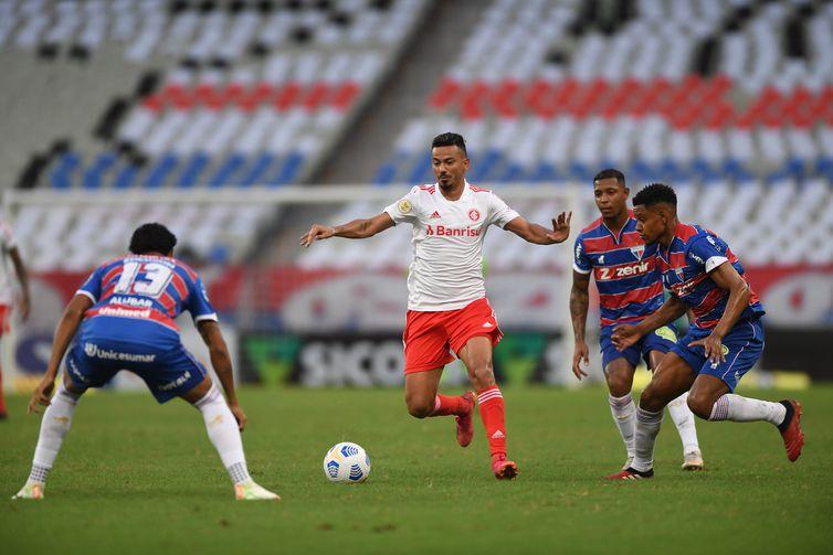 Jogada - goleada do Fortaleza por 5 a 1 contra INternacional - Brasileiro - em 06/06/2021