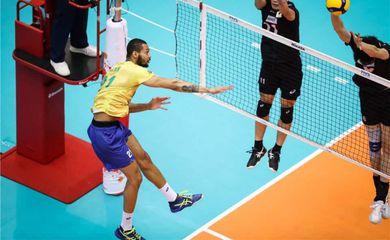 Seleção masculina de vôlei conquista a Copa do Mundo  Pela terceira vez na história, Brasil é campeão da Copa, no Japão