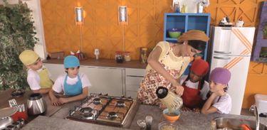 Andrea Santa Rosa ensina a preparar uma salada caesar no Cozinhadinho