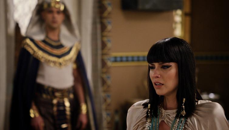 Ramsés surpreende Nefertari confessando que ainda ama Moisés