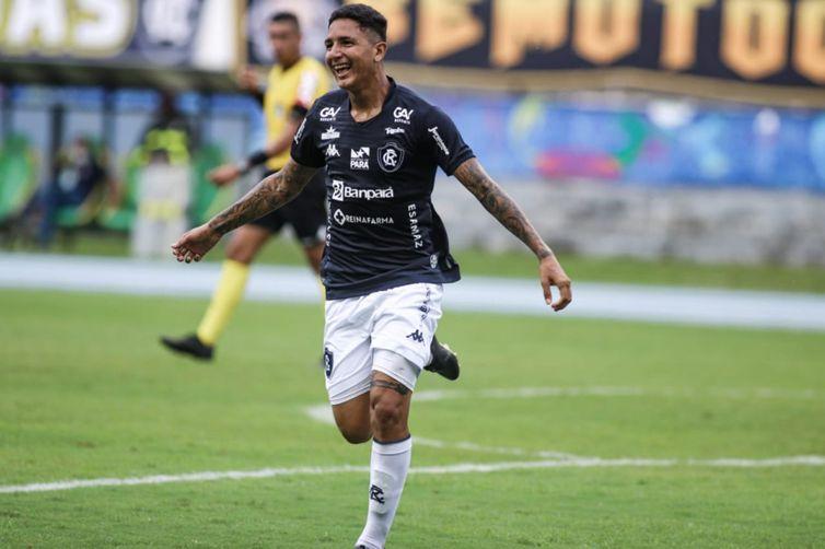 Jovem Tiago Miranda ganhou chance na equipe do Remo que se classificou para a final da Copa Verde contra o Brasiliense