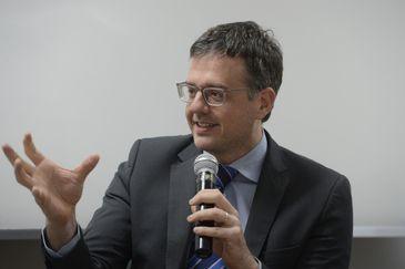 O defensor Público Geral, Rodrigo Pacheco,  fala durante evento de assinatura de protocolo de cooperação entre a Defensoria Pública do Rio de Janeiro e a ADOULASRJ.