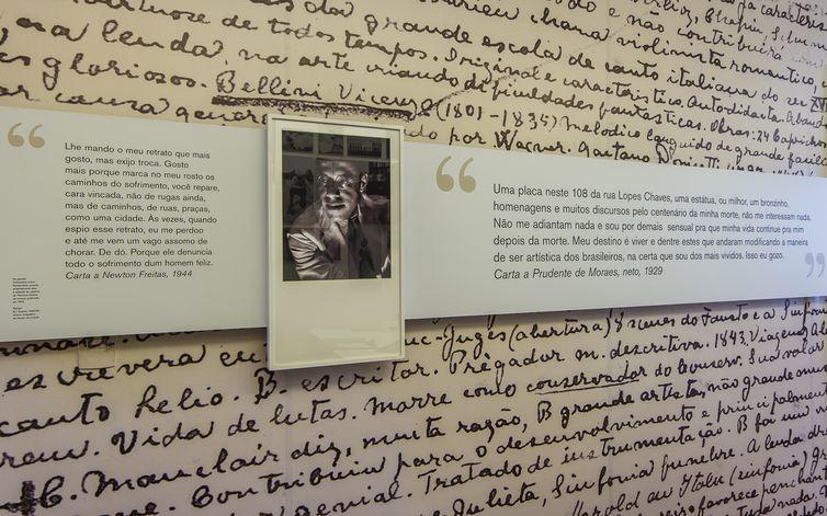 Sua carreira literária teve início em 1917, com a publicação do livro Há uma Gota de Sangue em Cada Poema