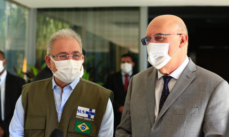 Ministros Milton Ribeiro e Marcelo Queiroga em coletiva sobre volta às aulas presenciais no Brasil.